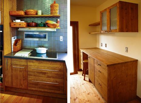 左)ワックスTK:黒い人工大理石とバーハンドルを合わせてシックな印象に。右)③ワックスTK:チェッカーガラスがフェミニンな食器収納部。集成材の木製カウンターもお選びいただけます。(アイアンハンドル)