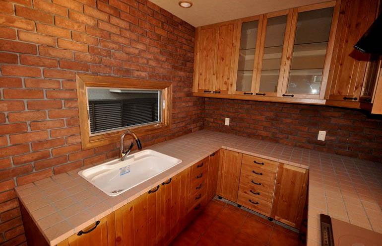 カントリースタイルのU型キッチン