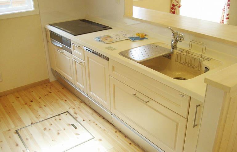 清潔感のある真っ白な国産キッチン